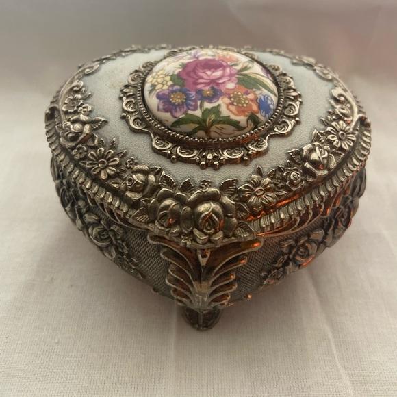 Beautifully detailed trinket box